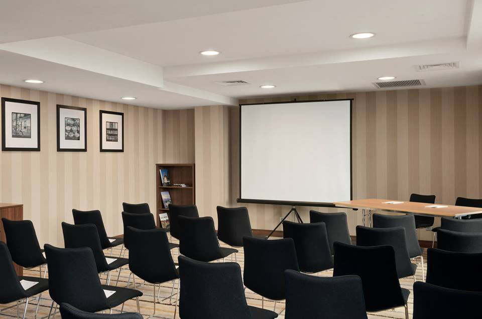 Hotel-Hampton-by-Hilton---Cluj-Napoca---sala-de-conferinte