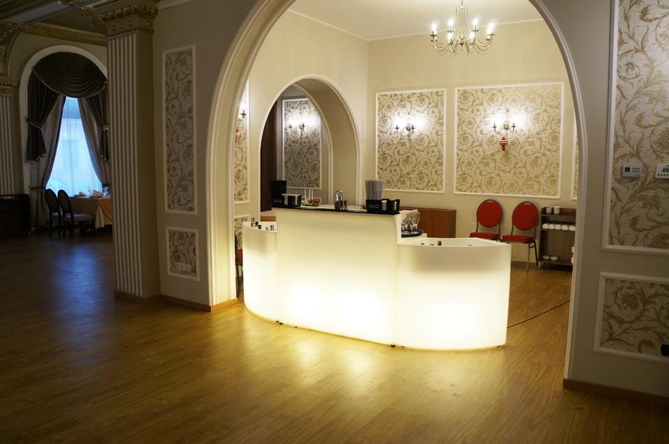 mobilier_luminos_restaurant_Dacia