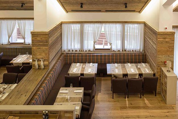 Idee de canapele modulare liniare Horeca pentru restaurante